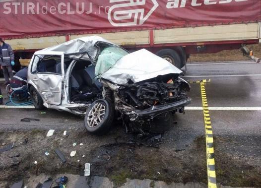 Accident mortal pe un drum din Cluj! Un șofer a intrat pe contrasens și a lovit în plin un camion UPDATE
