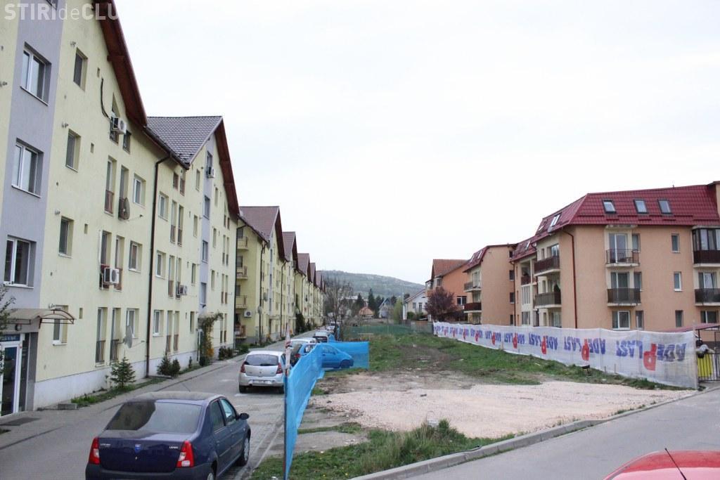 Un nou bloc din Florești îi scoate pe locatari în stradă. Pot schimba canalele la TV, atât sunt de apropiate blocurile - FOTO