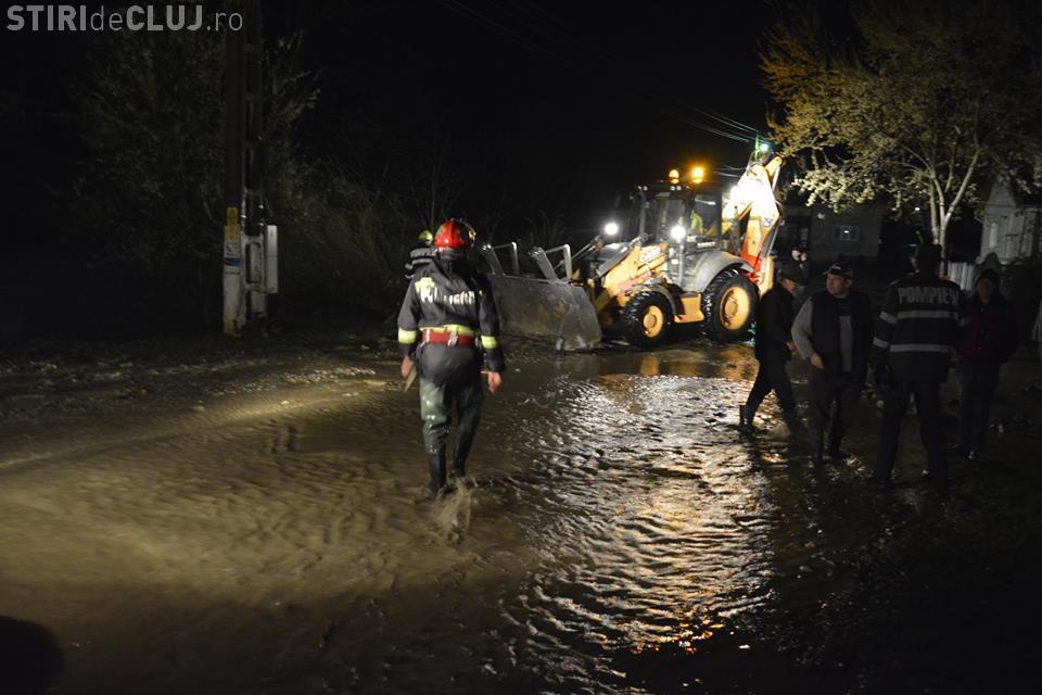 CLUJ: Zeci de pompieri clujeni chemați la datorie în urma ravagiilor cauzate inundațiile din județ GALERIE FOTO