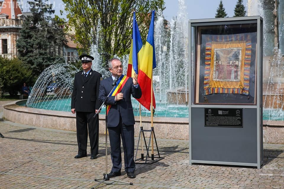 Steagul de luptă al lui Avram Iancu a fost expus în centrul Clujului. Până când va putea fi admirat FOTO