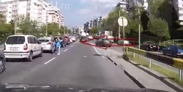 O clujeancă inconștientă traversează strada neregulamentar, la oră de vârf, cu copilul după ea. Cum a reacționat când a fost claxonată VIDEO