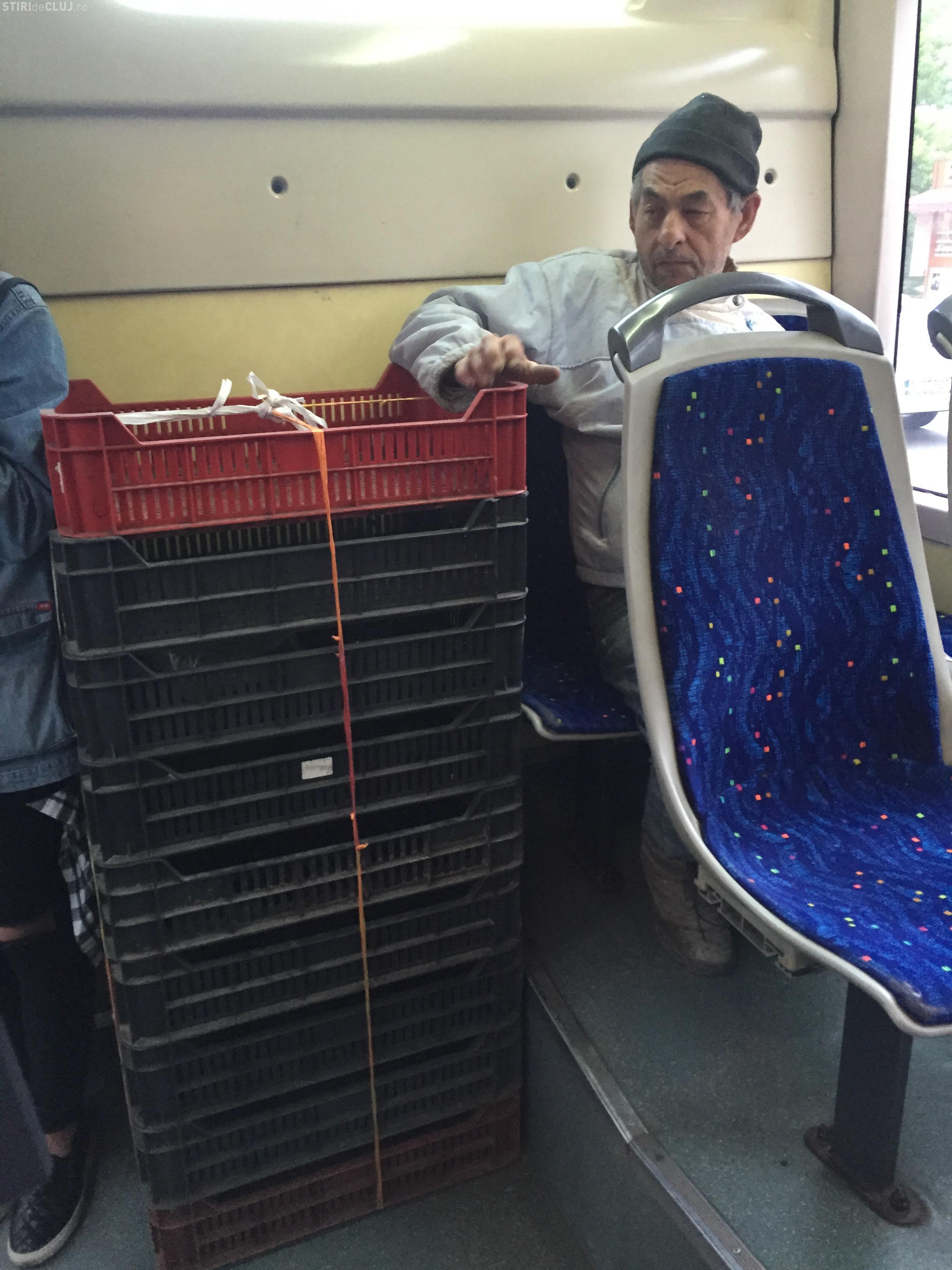 Clujeanul e INVENTIV! Și-a îndesat lăzile în autobuzul 35 - FOTO