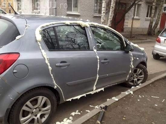 """""""Răzbunare dulce"""" în urma unei parcări neregulamentare - FOTO"""