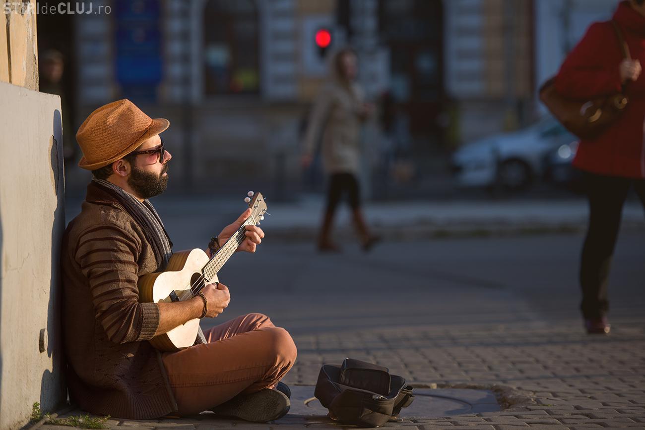 Clujul se umple de reprezentații artistice stradale, în acest weekend. Vezi pe ce străzi poți da de artiști