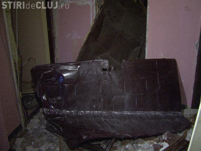 Explozie la un bloc din Cluj! O femeie a murit, iar blocul este avariat - FOTO