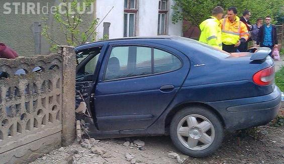Accident la Iclod. Un autoturism a intrat in gardul unei case - VIDEO