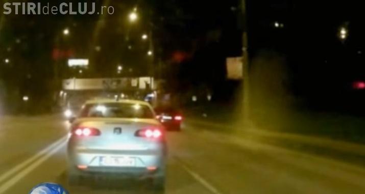 L-a filmat în Cluj-Napoca exact când arunca gunoaiele pe geamul mașinii - VIDEO
