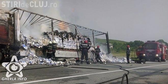 CLUJ: Un TIR s-a răsturnat și a luat foc pe varianta ocolitoare Gherla VIDEO