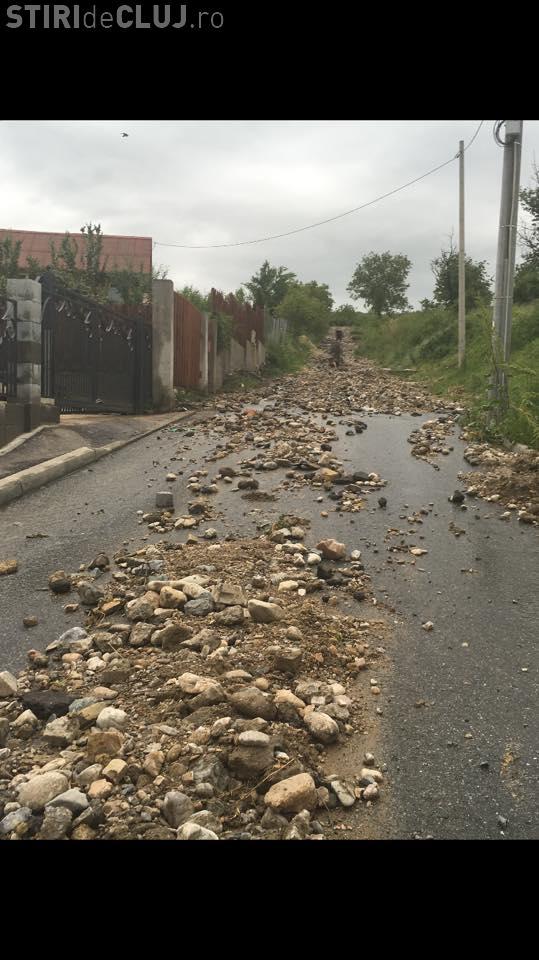 Cum explică Boc inundațiile din Cluj. Apele au făcut dezastru în curțile clujenilor FOTO