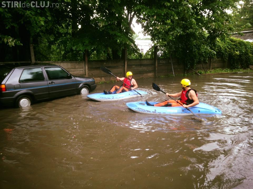 Cu caiacul prin Cluj-Napoca, după inundații - FOTO