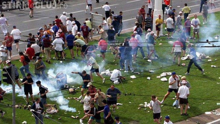 EURO 2016 Au început primele incidente! Sute de suporteri britanici s-au luat la bătaie cu francezii