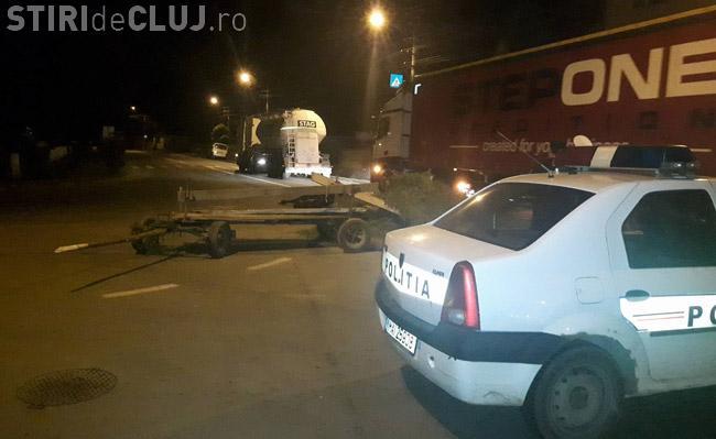 Cluj - O căruță cu doi cai a fost SPULBERATĂ de un TIR. În atelaj nu era nimeni - FOTO
