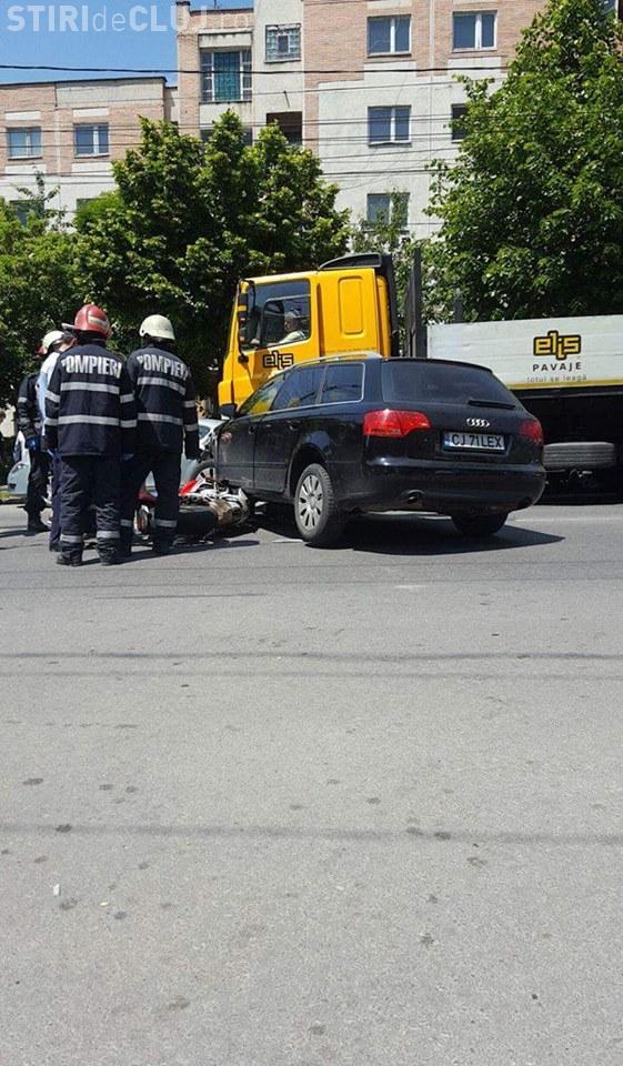 Motociclist accidentat pe Nicolae Titulescu: Blondă vs motociclist