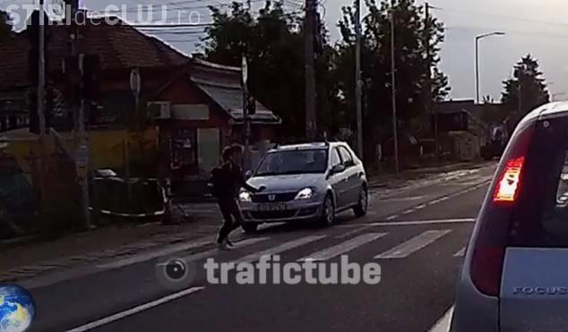 Șofer inconștient în Florești. Fetița a luat-o la fugă pentru a nu fi lovită de o mașină - VIDEO