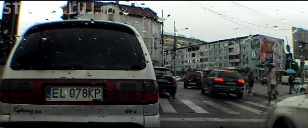 """Două faze """"criminale"""" pe șoselele din Cluj-Napoca. Prea aproape de accident - VIDEO"""