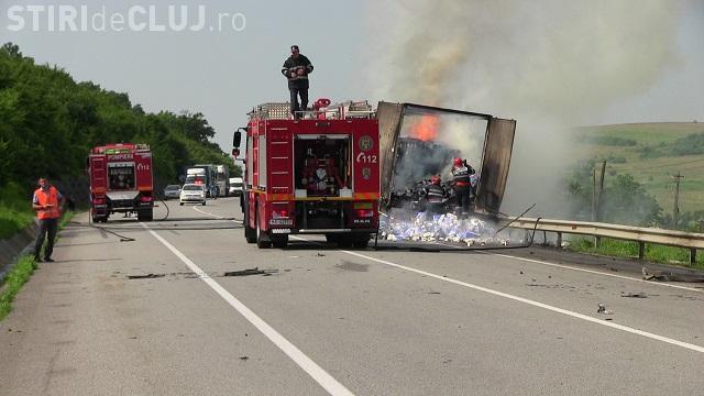 Un TIR a luat foc pe centura orașului Gherla  - VIDEO