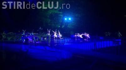 """Mii de clujeni au participat la spectacolul """"Lacul Lebedelor"""" de pe lacul din Parcul Central VIDEO"""