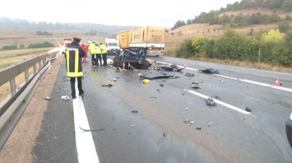 Accident grav la Căpușu Mare. Șoferul unei autoutilitare a făcut prăpăd pe drum