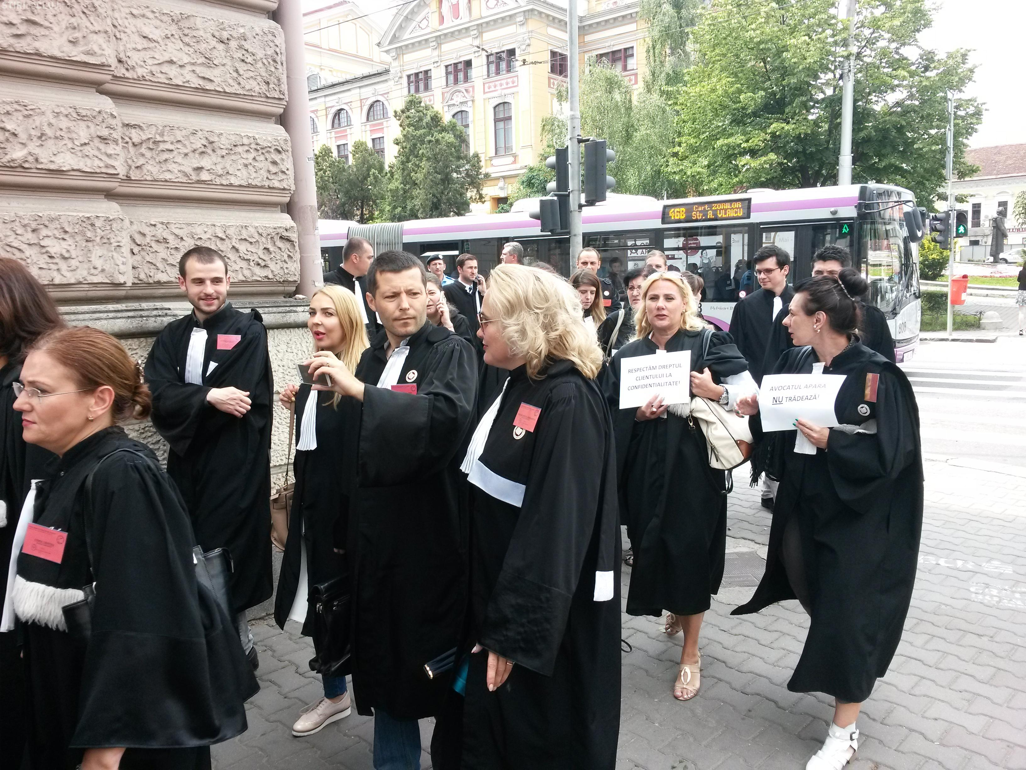 """Protest al avocaților din Cluj, după scandalul """"imunității absolute"""" - VIDEO"""