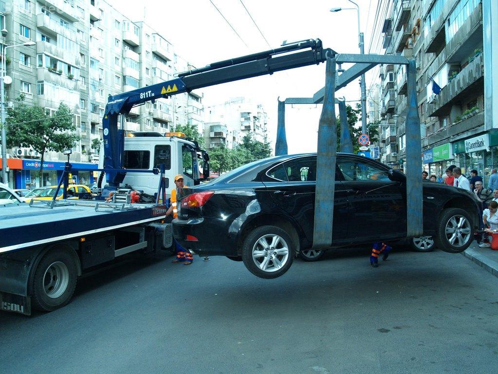 Mașinile parcate neregulamentar vor putea fi ridicate