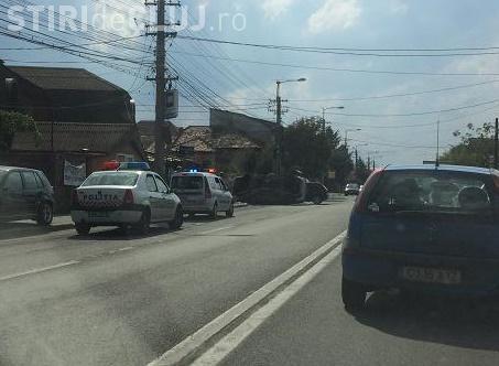 Accident pe strada Câmpina, din Cluj-Napoca! Un autoturism s-a răsturnat - FOTO