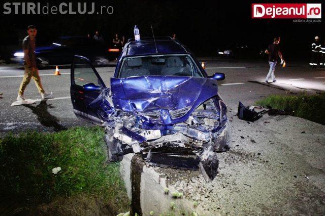 CLUJ: Accident cu 4 victime la Nima. Un șofer a intrat direct într-o mașină parcată în fața unui restaurant VIDEO