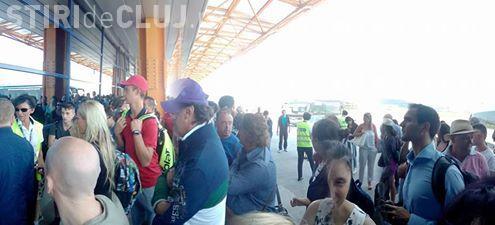 La Aeroportul Cluj au fost închise ușile, cu pasagerii pe pistă. A fost un blocaj tehnic la uși- VIDEO