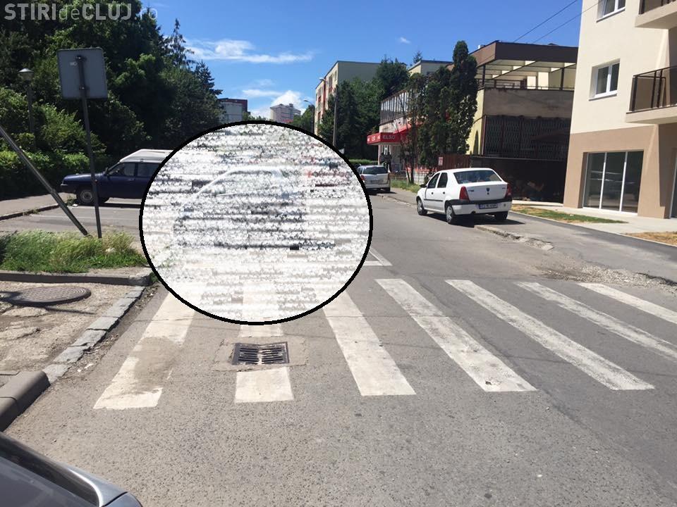 Parcarea lunii la Cluj-Napoca. A blocat o bandă de circulație cu TUPEU - FOTO