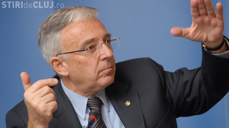 Guvernatorul Mugur Isarescu a MINȚIT. El încasează și pensie și salariu
