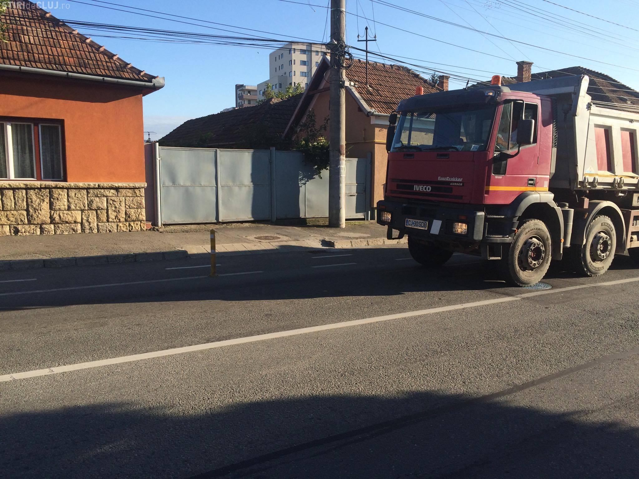 Pe strada Maramureșul circulă vehicule de tonaj, cu toate că acest lucru este interzis - FOTO