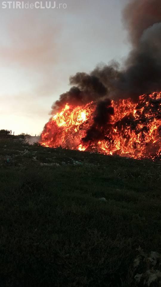 Acțiune extrem de grea pentru pompieri, la rampa de gunoi de la Pata Rât. Au lichidat incendiul după 19 ore GALERIE FOTO