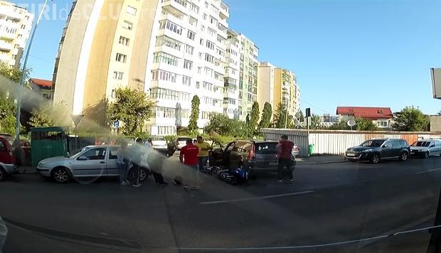 Accident surprins LIVE în Mănăștur. Șoferul a pornit semnalizarea numai după impact - VIDEO