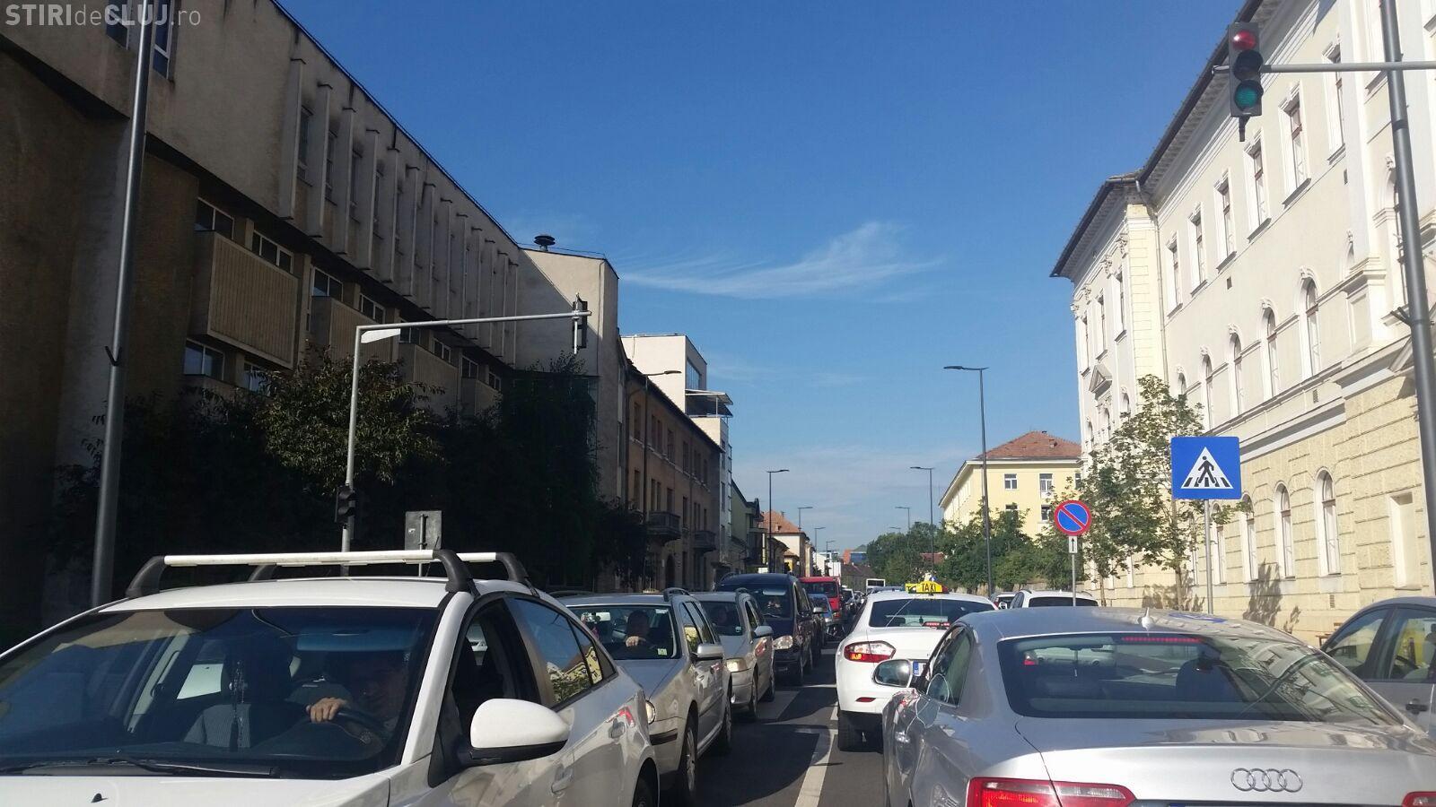 Parada militară blochează traficul în Cluj. Are dreptate Gabriela Firea cu interzicerea evenimentelor în centru? FOTO/VIDEO