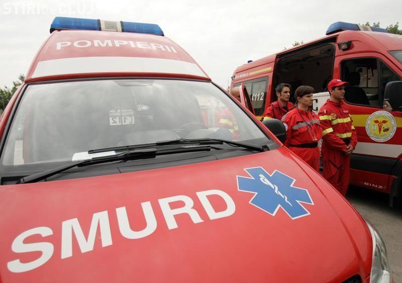Accident grav la Huedin! O mașină a căzut de pe un pod, pe linia de tren - VIDEO