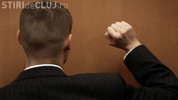 Escroci prinși de polițiști, după ce au înșelat mai mulți clujeni, pentru a le lua banii. Cum au reușit să scape fără dosar penal