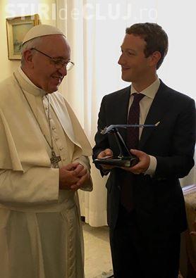 Mark Zuckerberg s-a întâlnit cu Papa Francisc. Ce cadou i-a oferit miliardarul