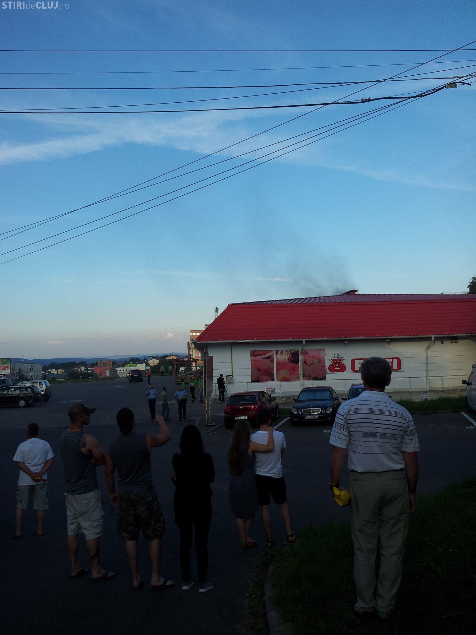 A luat foc magazinul Profi Zorilor - FOTO