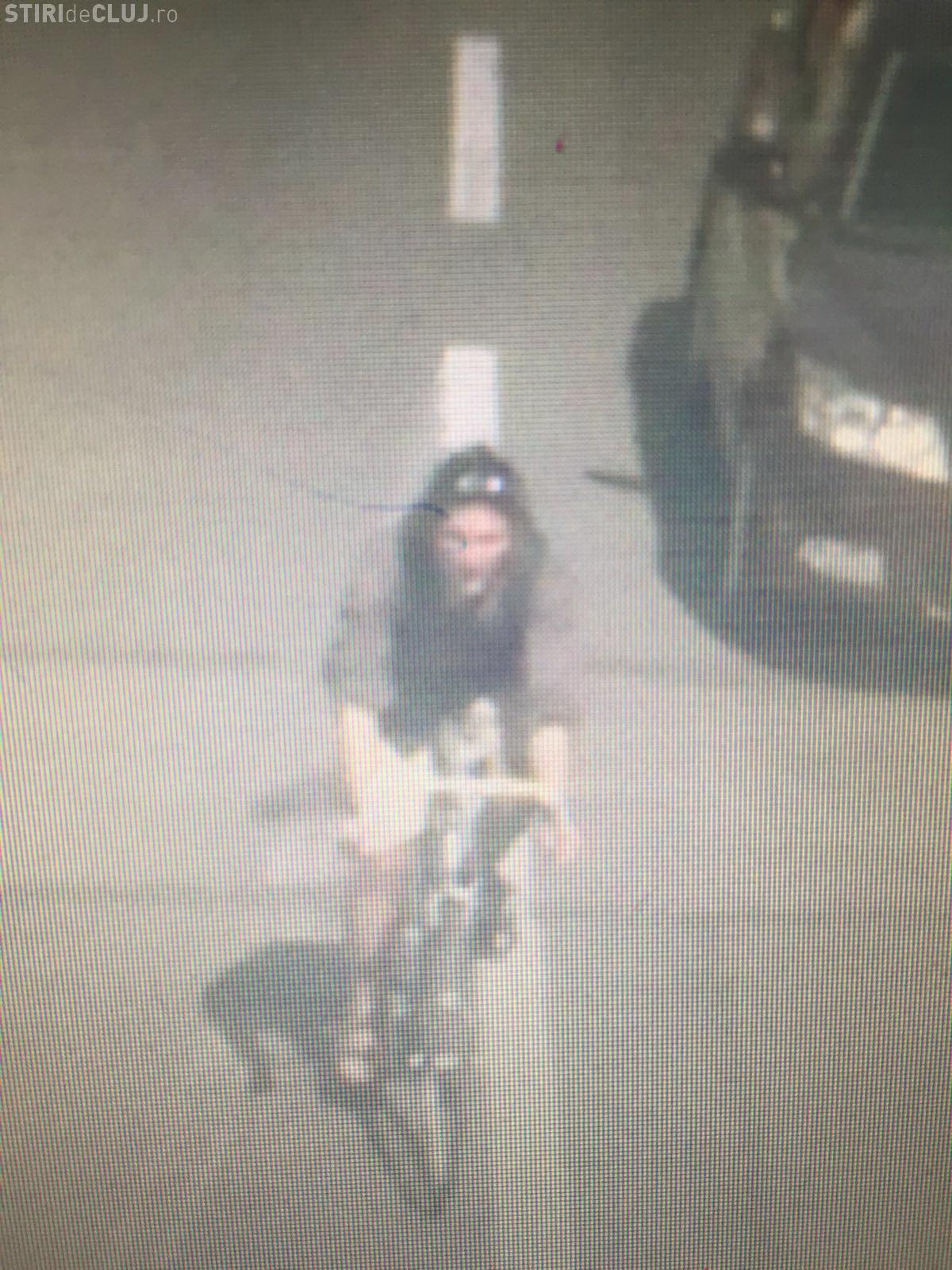 Biciclist căutat de polițiștii clujeni  după ce a lovit o femeie pe trecerea de pietoni și a fugit. Îl recunoașteți? FOTO