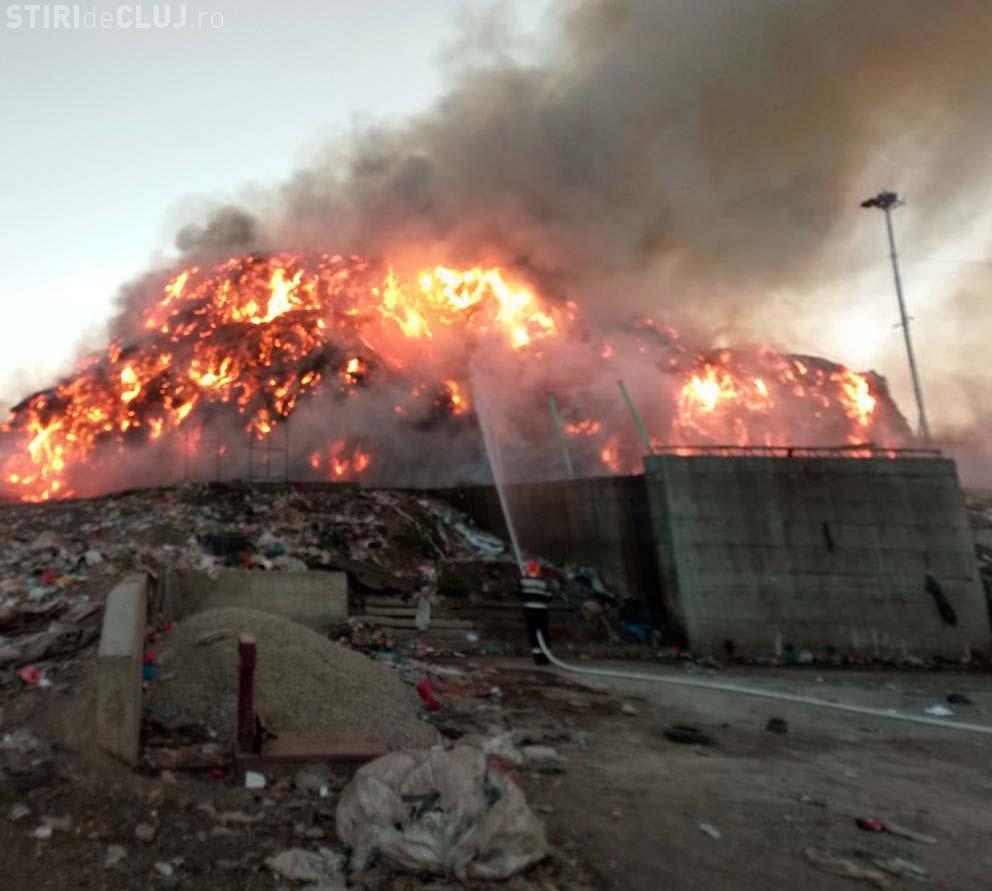 Incendiul de la Pata Rât a fost stins după 19 ore