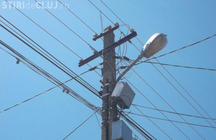 Mai multe cabluri electrice au căzut peste autoturisme, la Cluj/ UPDATE Ce s-a întâmplat de fapt
