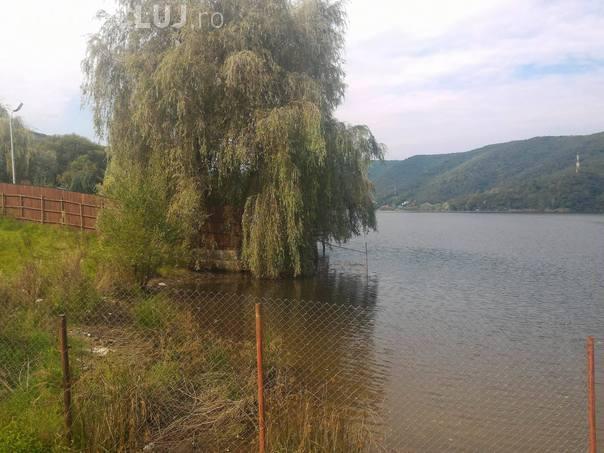 Anchetă după ce un tânăr a murit electrocutat la Tarnița. Răspunde cel care a făcut debarcaderul ILEGAL
