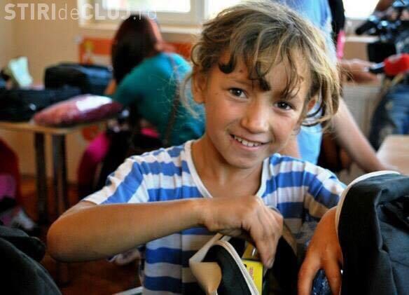 Clujenii strâng donații pentru a cumpăra rechizite elevilor de la școala din Săcuieu