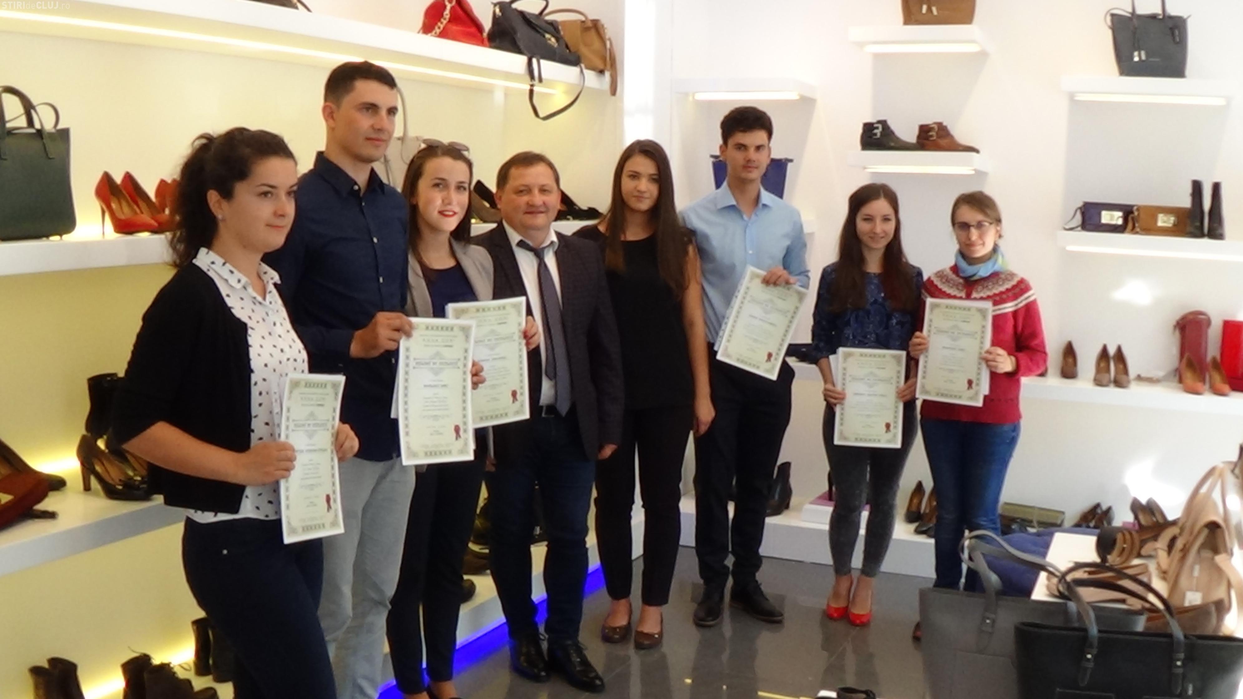 Fabrica de încălţăminte DENIS i-a premiat pe cei mai buni studenți clujeni, la deschiderea noului magazin de pe Eroilor FOTO/VIDEO (P)