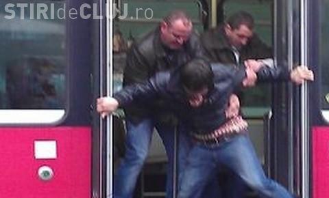 Controlorii CTP Cluj-Napoca sunt acuzați că se tem de țigani