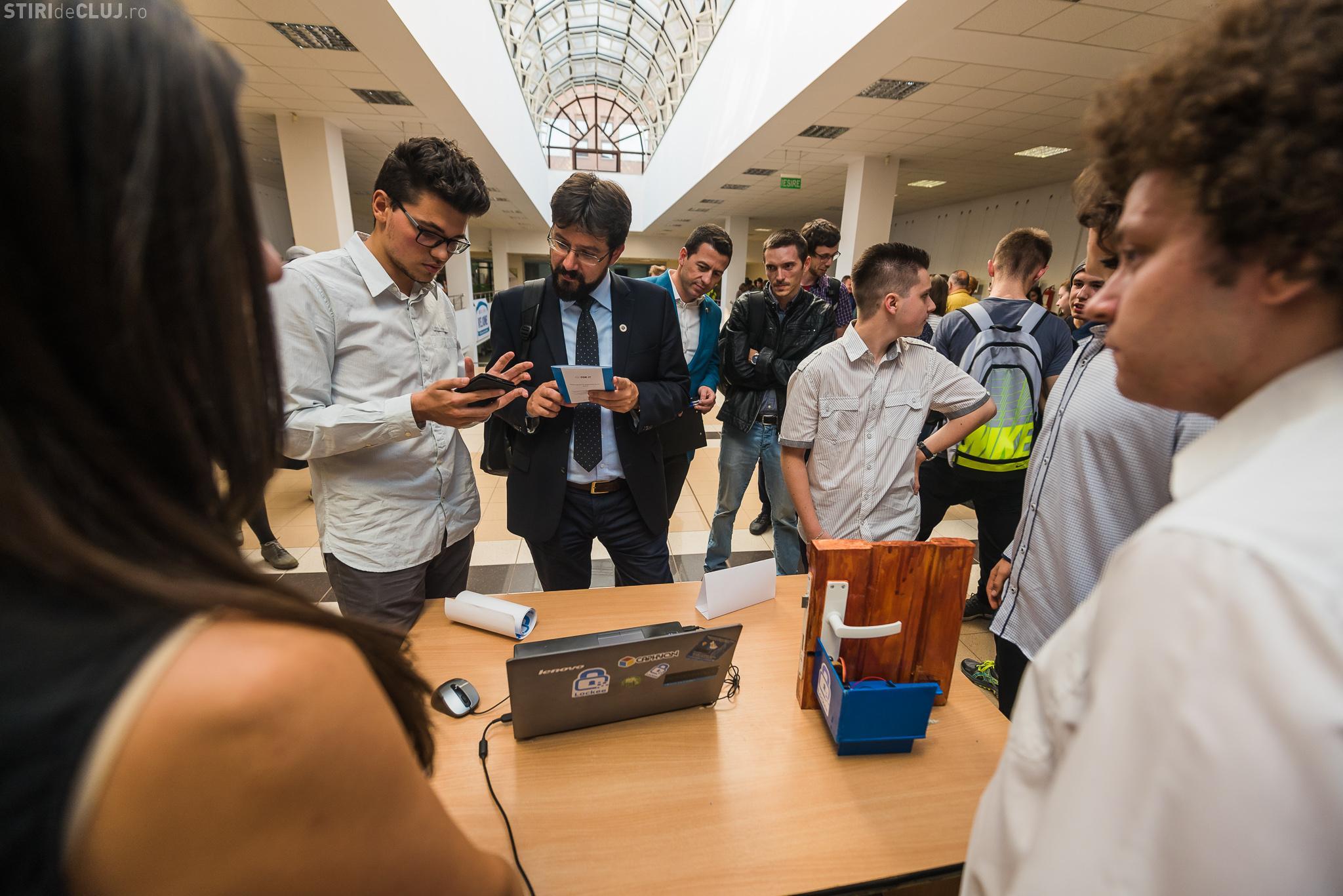 Elevi clujeni PREMIAȚI pentru că au creat o aplicație care deschide ușa: Nu mai ai nevoie de chei