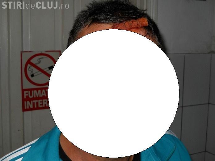 Clujean RUPT în bătaie pentru că nu a cedat scaunul la bar - FOTO