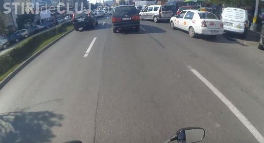 Cluj - Ce lecție a primit un motociclist din partea unui instructor auto - VIDEO