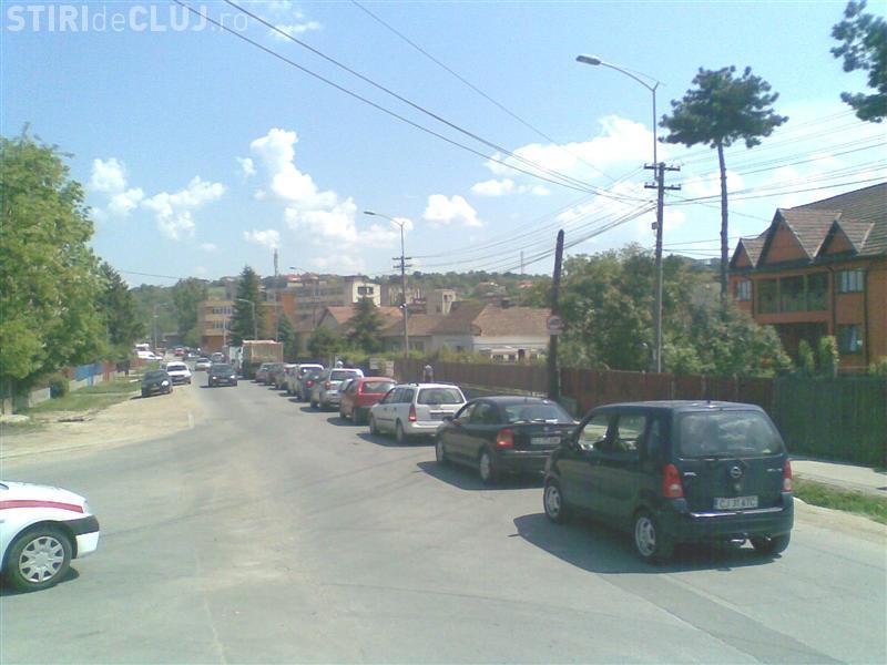 Bariera de la trecerea la nivel cu calea ferată de pe Tăietura Turcului BLOCHEAZĂ traficul