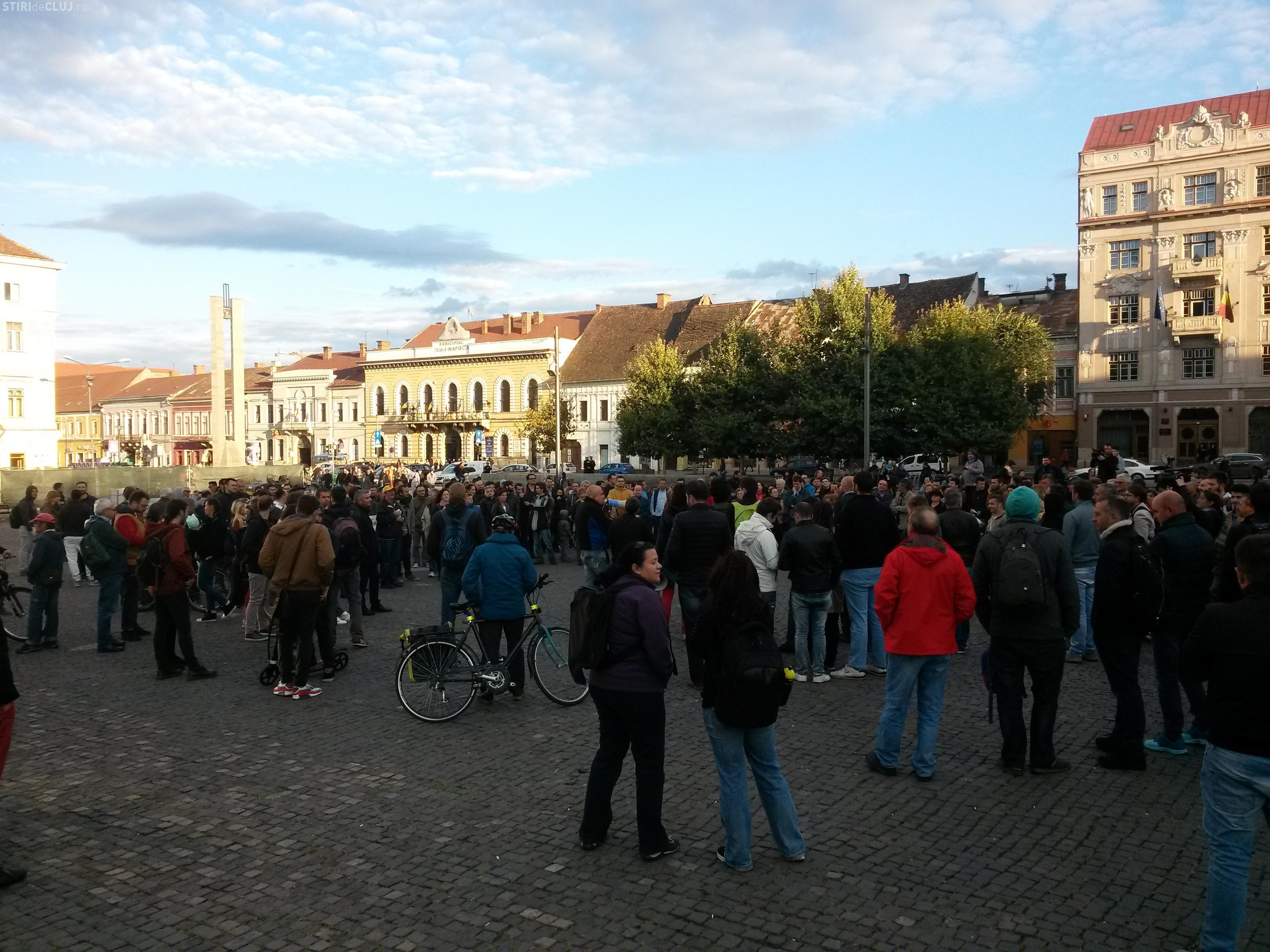Cluj - Peste 200 de persoane au protestat față de SALVAREA lui Oprea de cercetarea DNA - FOTO
