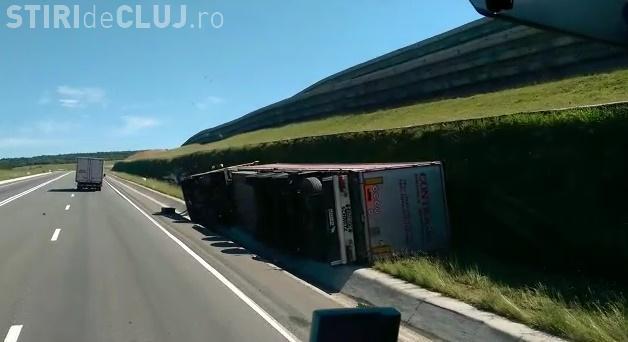 Accident mortal la Cluj! Un șofer s-a răsturnat cu TIR-ul într-o curbă, ucigând un alt conducător auto